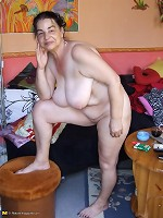 Tatooed mature slut showing her pussy